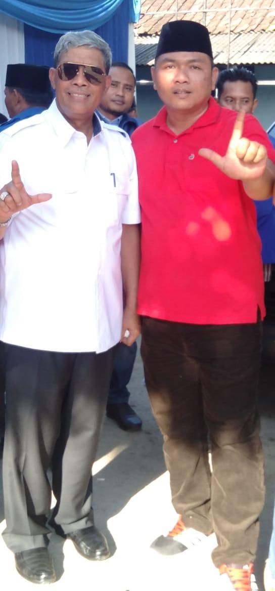 Ketua Harian KOMALAT (sebelah Kanan) dan Bupati Lamteng (sebelah kiri)